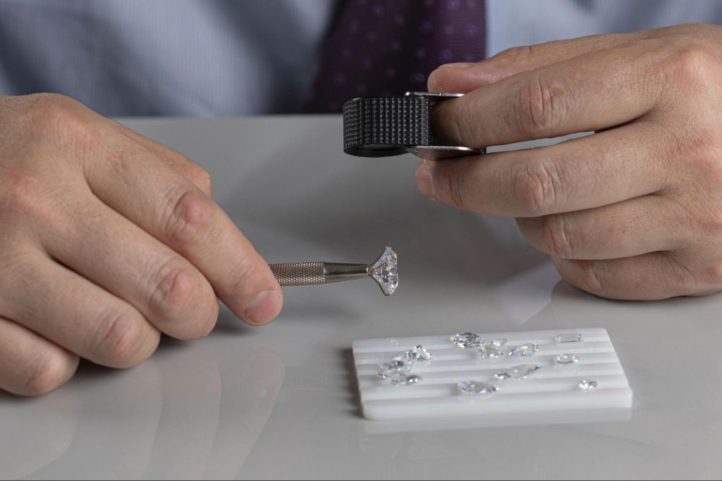 Examining jewelry to buy   Jewelry By Designs