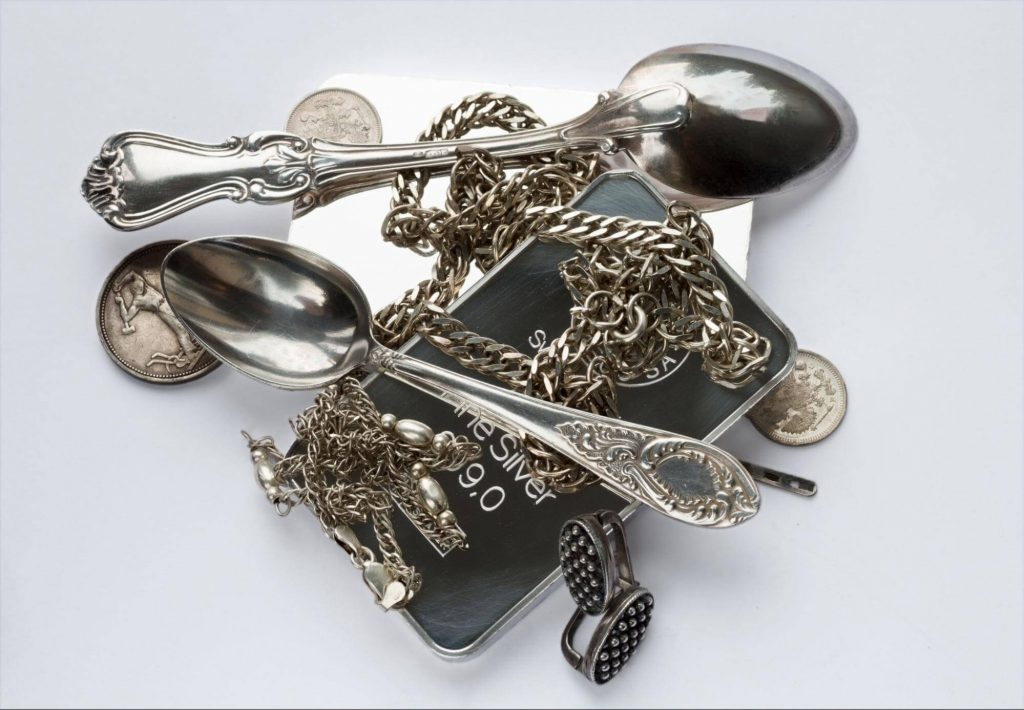 Examining silver jewelry to buy   Jewelry By Designs